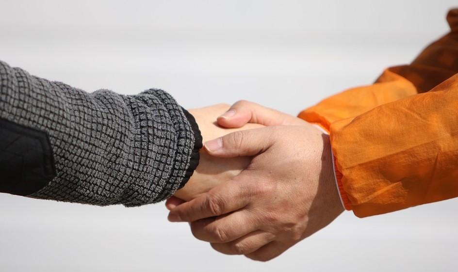 Жест рукопожатия